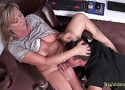 Bootyful office mom makes a blowjob