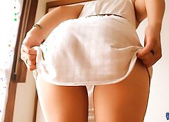 Big butt teen plays with herself in vid
