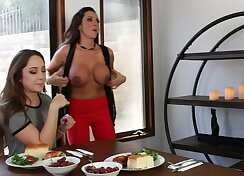 Hot wait but strip off at the dining