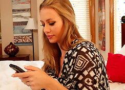 Horny texting wife invites her boyfriend