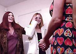 Jenny Kravitz Rhianna Post got double fucked by her sexy step mom